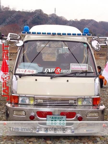 "NISSAN Caravan, Dekotora style decoration. team ""Kaishin bishoku juku"" (1)"