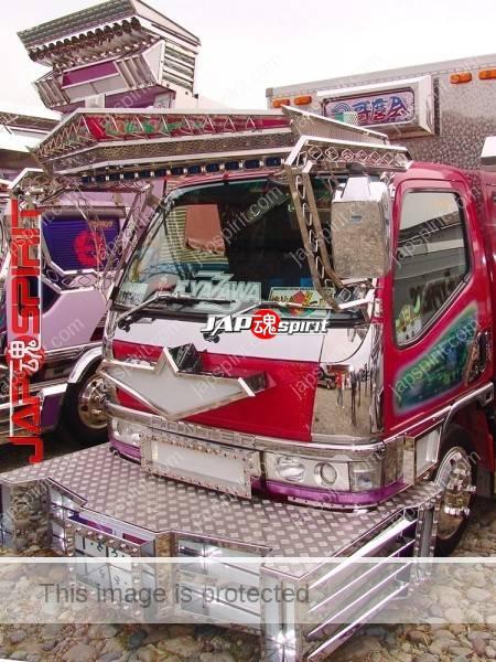 "MITSUBISHI Canter box car type, Art truck style, wide visor & big bumper, team ""Utamarokai"" (2)"
