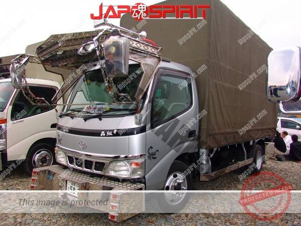 "TOYOTA Dyna, art truck style simple decoration with big visor & bumper, team ""Todorokigumi"""