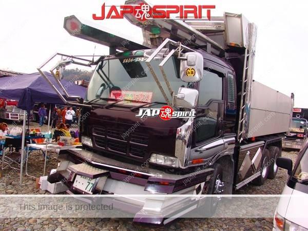 ISUZU Giga dump truck, art truck style, bus rocket light on the roof (2)