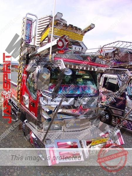 "MITSUBISHI Canter, Art truck with wide visor & big bumper with neon decoration. team ""Kuroshiosendan"" (1)"