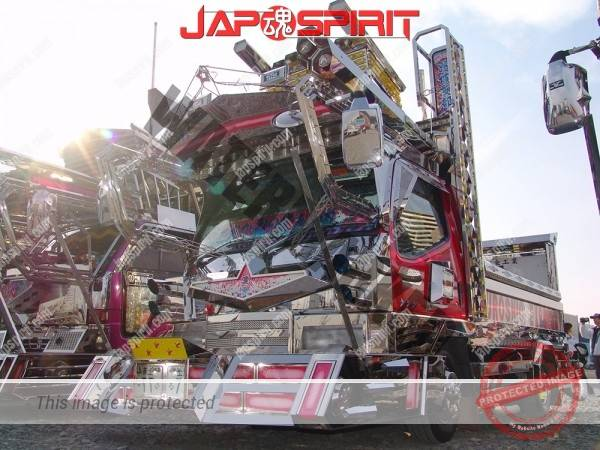 "MITSUBISHI Canter, Art truck with wide visor & big bumper with neon decoration. team ""Kuroshiosendan"" (2)"