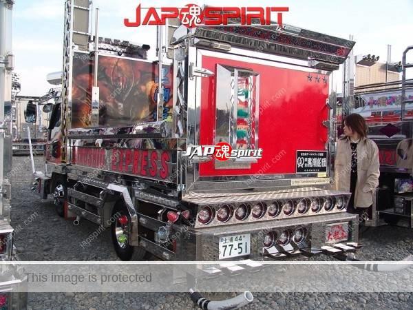 "MITSUBISHI Canter, Art truck with wide visor & big bumper with neon decoration. team ""Kuroshiosendan"" (3)"