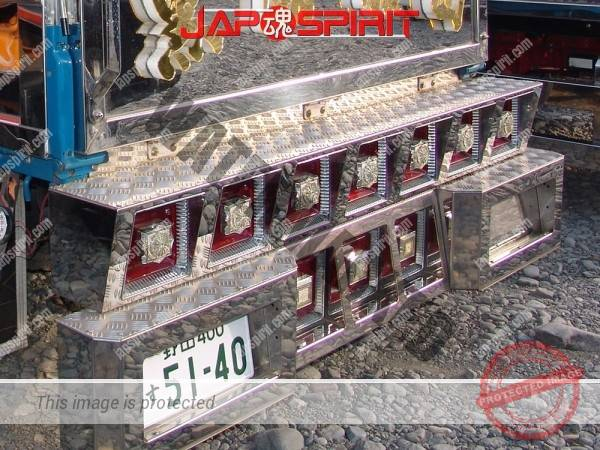 "MITSUBISHI FUSO Canter GUTS, Duble cab art truck, team ""Koroshio sendan"" (1)"