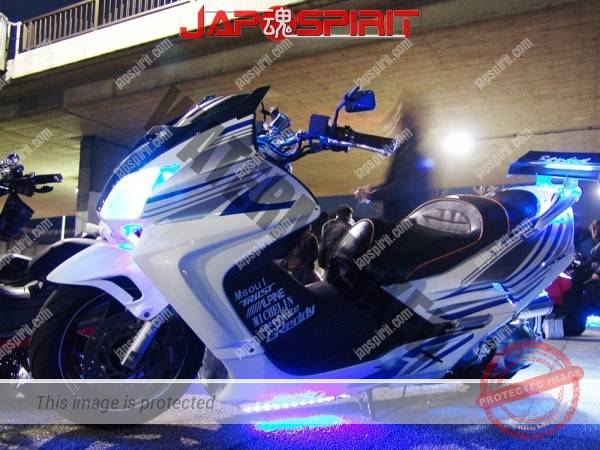 Photo of HONDA Forza MF06, white color with blue line. light up
