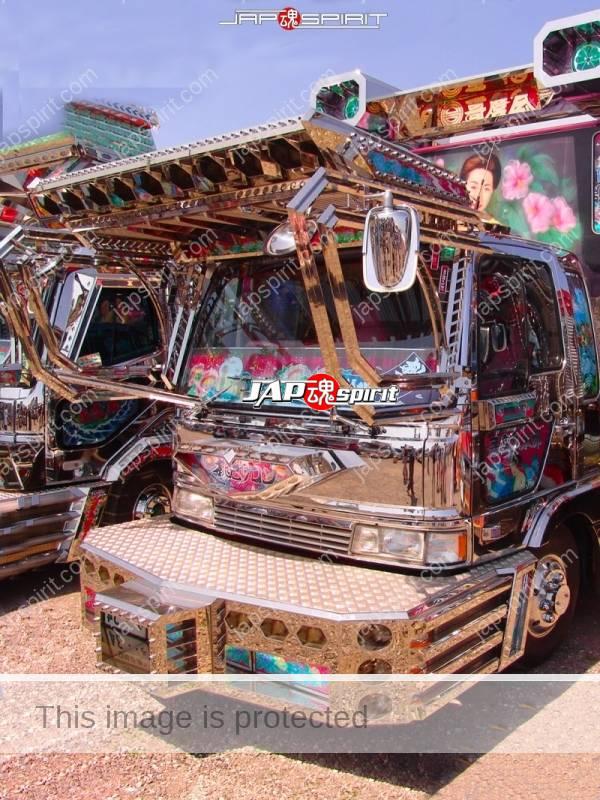 "HINO Ranger, Art truck, Box car type, team ""Utamaro kai"", Momoiro salon (1)"