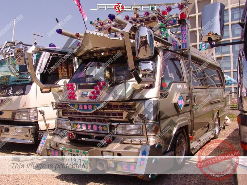 """NISSAN Caravan, Art truck style, team """"Zenkoku hikari rengou"""", Yayoimaru (2)"""