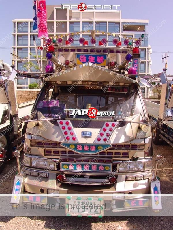 """NISSAN Caravan, Art truck style, team """"Zenkoku hikari rengou"""", Yayoimaru (4)"""