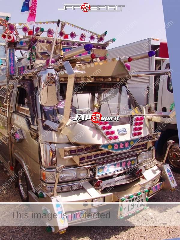 """NISSAN Caravan, Art truck style, team """"Zenkoku hikari rengou"""", Yayoimaru (1)"""