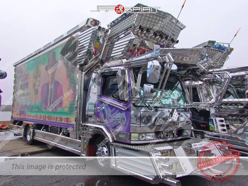MITSUBISHI Fuso fighter, box car type, art truck, team Beyukai, Riehime. Yakuza lady paint (3)