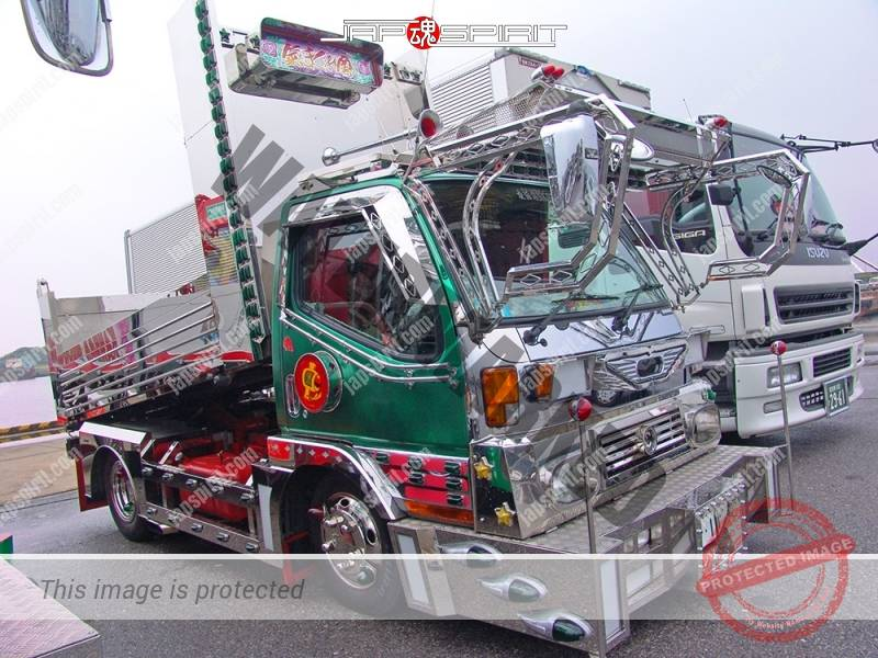 "MITSUBISHI FUSO Canter, art truck style, dump truck, team ""Kimagurekai"", Kabuki paint by delinquent driver (4)"