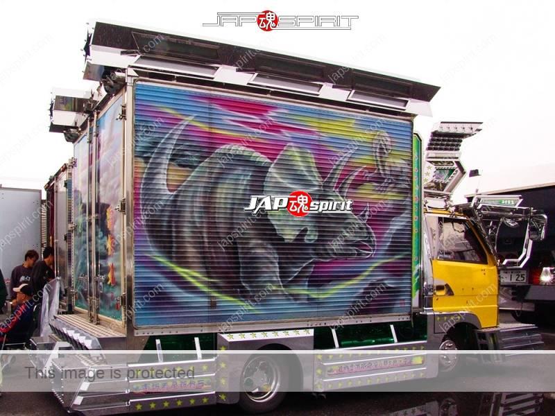 Denshokumaru of Geijutsu group, Isuzu elf art truck with Dinosaur air brush paint (2)