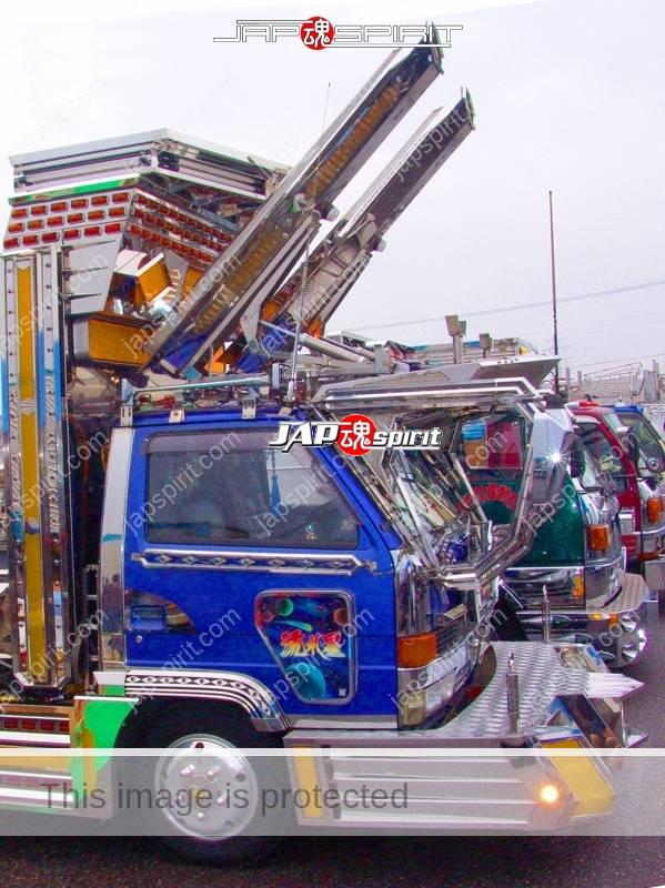 Ryu densetsu (Dragon legend) ISUZU Elf art truck with Rocket lancher style lamp & anime paint (2)