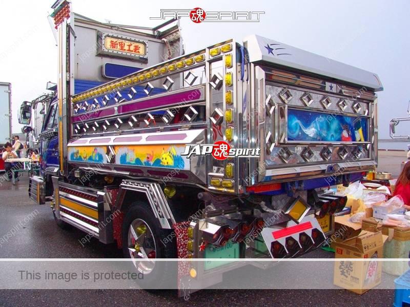 Ryu densetsu (Dragon legend) ISUZU Elf art truck with Rocket lancher style lamp & anime paint (7)