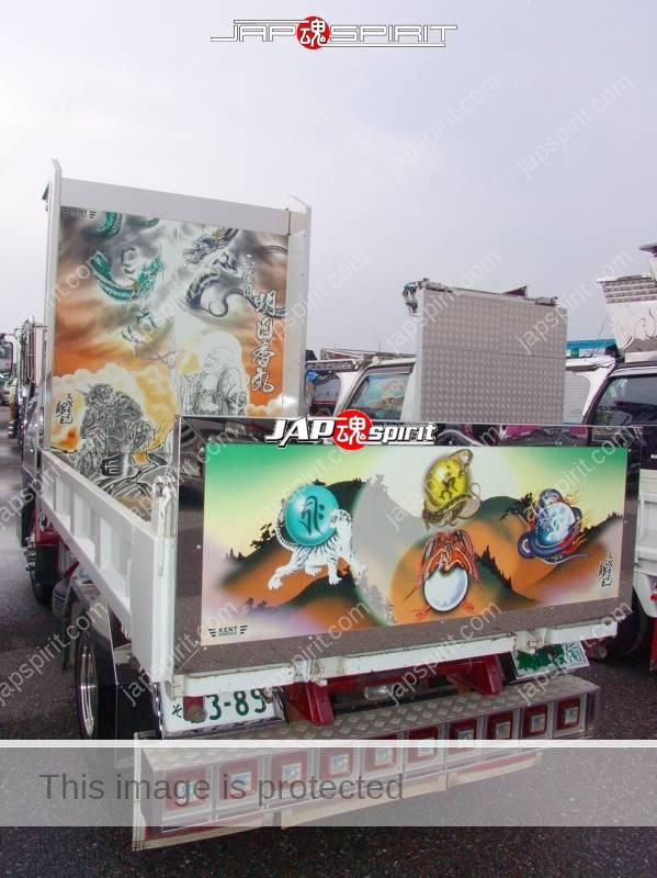 Asukamaru of team Shonan Nagisakai has Japanese tatoo artist, Horiyoshi air brush paint. Base car is ISUZU Elf (4)