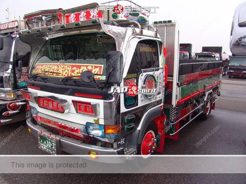 Undengou NISSAN Atlas art truck has Suzukikougei air brush paint on the back (1)