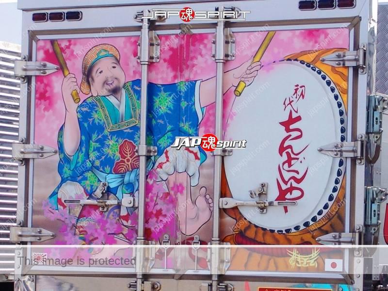 "MITSUBISHI FUSO Canter, Art truck, team ""Kurayami tokkyu sendan"", Chindonya with Suzukikougei paint (1)"