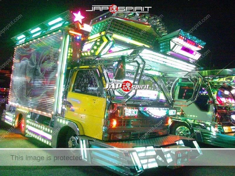 Denshokumaru of Geijutsu group, Isuzu elf art truck with Dinosaur air brush paint (1)