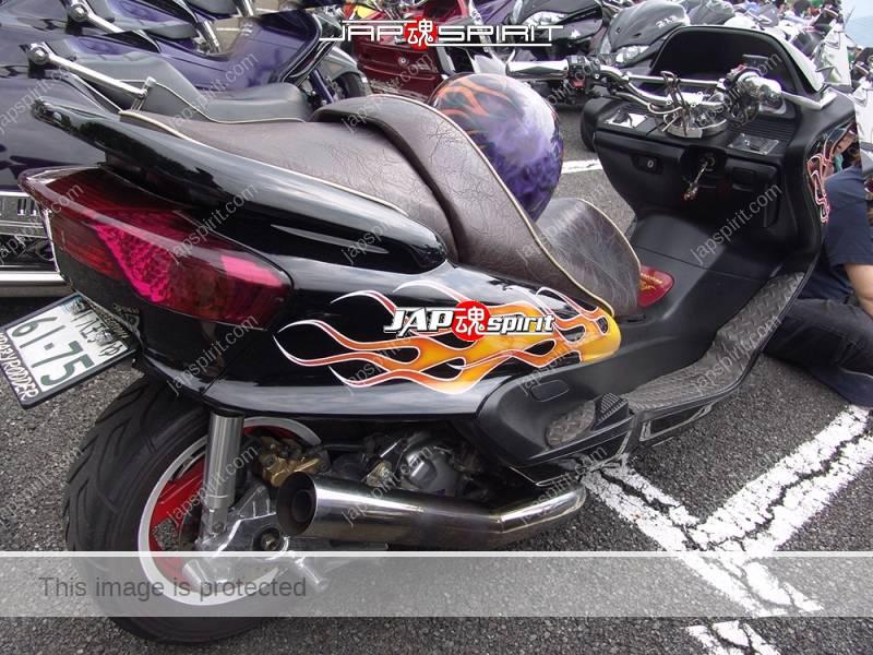 YAMAHA Majesty, black color with orange fire pattern with same design helmet (3)