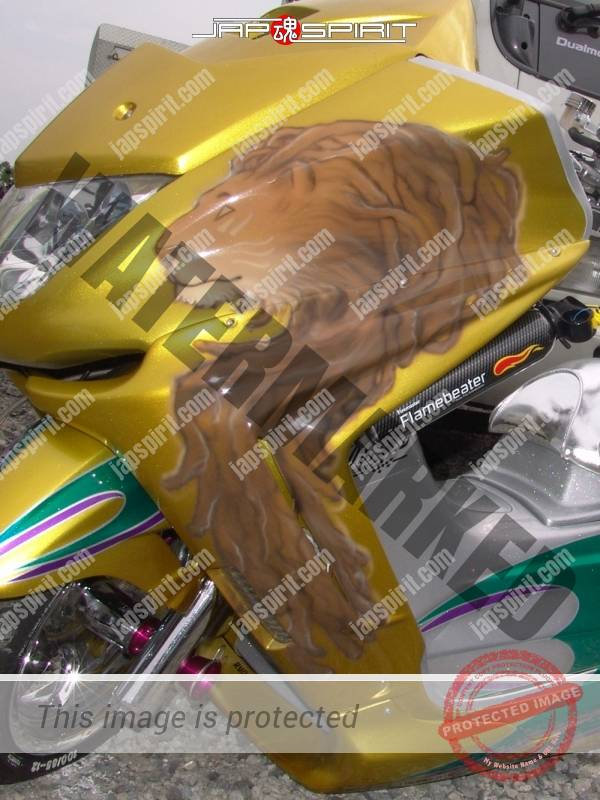 YAMAHA Majesty, gold color with lion air brush paint on front with shining sheet, team (1)