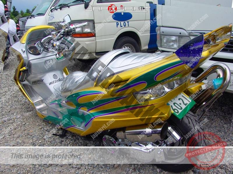 YAMAHA Majesty, gold color with lion air brush paint on front with shining sheet, team (2)