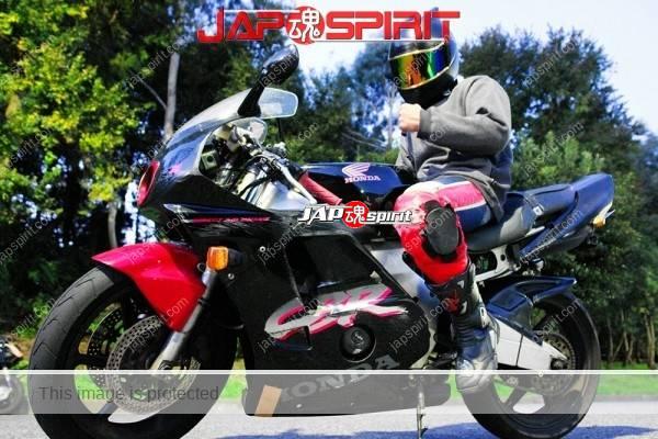 HONDA CBR, Hashiriya style bike, with Rider. Haneage rear fender, worn-out knee pad. (4)