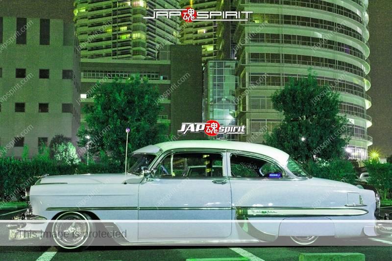 Photo of Chevrolet Bel Air lowrider turquoise body at night Minatomirai parking