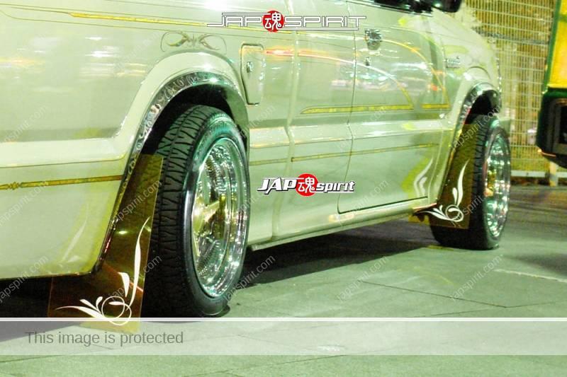 MAZDA B-Series 2600, lowrider style whit boddy with wire wheel at Minatomirai street (2)
