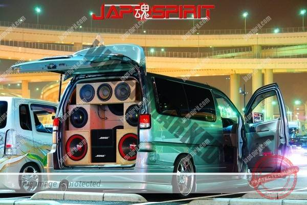 NISSAN ELGRAND E50, Sotomuki sound car style, big speaker built in (2)