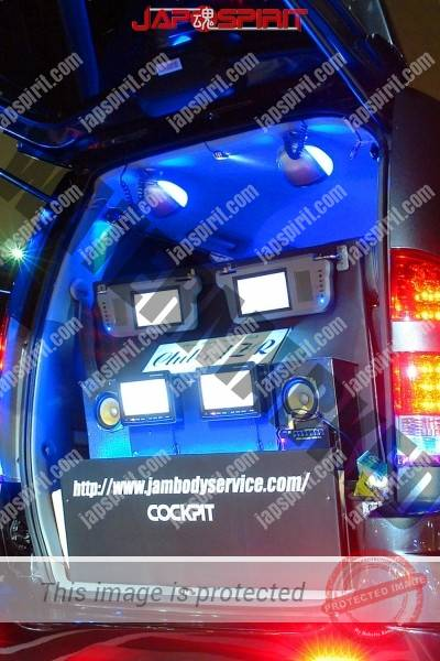 Toyota Noah, Dress up car with Sotomuki AV system built in. with blue lighing (1)