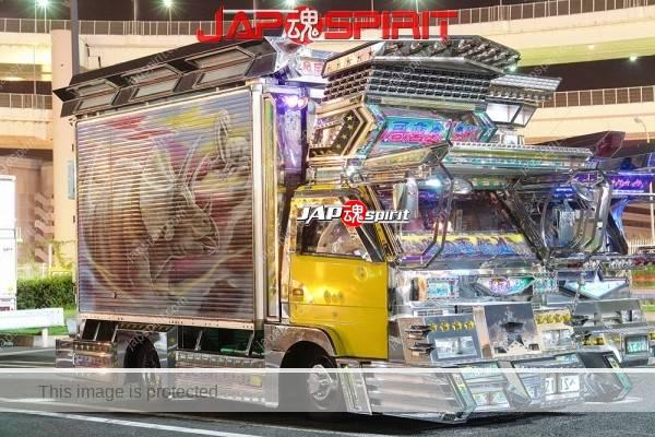 ISUZU ELF, art truck gorgeous decoration light up at daikoku parking (2)