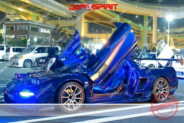 HONDA Acura NSX, scissor door, beautiful blue lighting blue color (1)