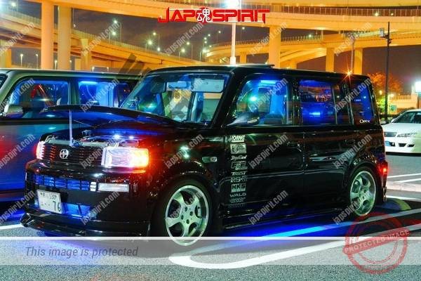 TOYOTA dB/Scion, dress up style, blue lighting, balck & silver bldy color (1)