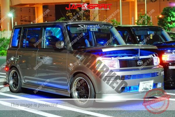 TOYOTA dB/Scion, dress up style, blue lighting, balck & silver bldy color (2)