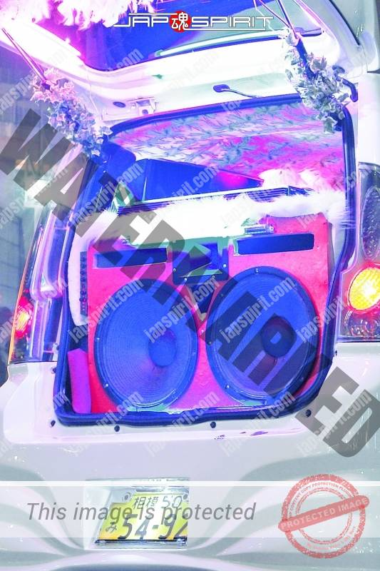 SUZUKI Wagon R Sotomuki style, white color, two big speaker with blue lighting at Daikoku parking (1)