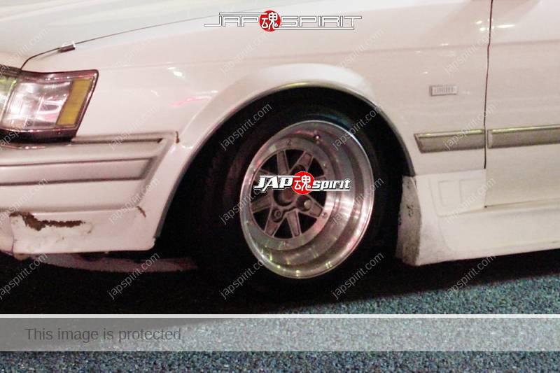 TOYOTA Mark II 5th x70, Deep rim & over fender side fender at Daikoku Parking (2)