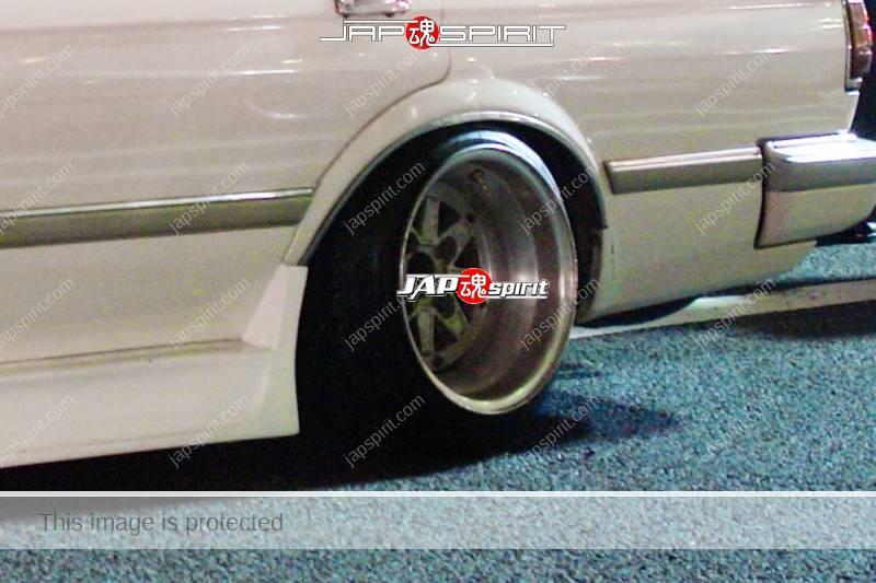 TOYOTA Mark II 5th x70, Deep rim & over fender side fender at Daikoku Parking (1)