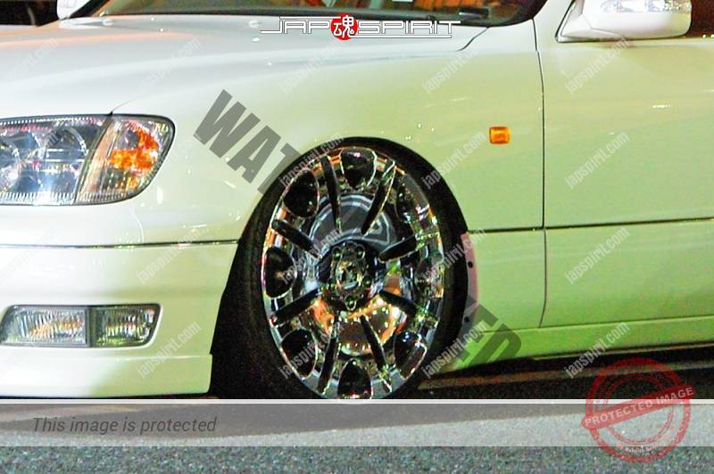 TOYOTA Crown 11 th S17, VIP style, white color chrome wheel (1)