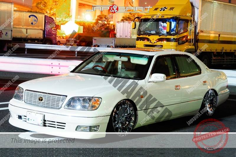 TOYOTA Crown 11 th S17, VIP style, white color chrome wheel (3)