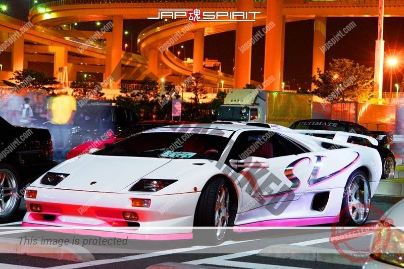 Lamborghini Diablo super car white body pink spoiler (2)