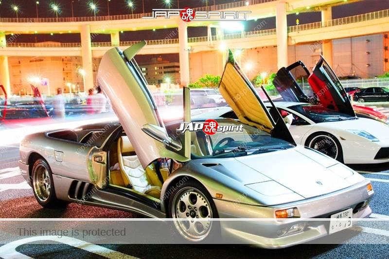 Lamborghini Diablo super car silver color door opened at Daikoku Parking (1)