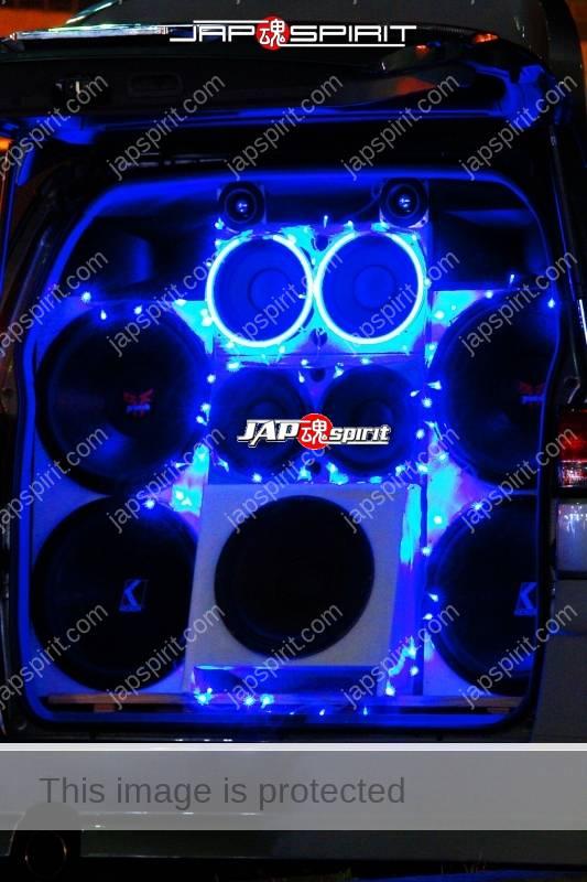 NISSAN ELGRAND 1st Sotomuki style sound car blue lighting at Daikoku PA (1)