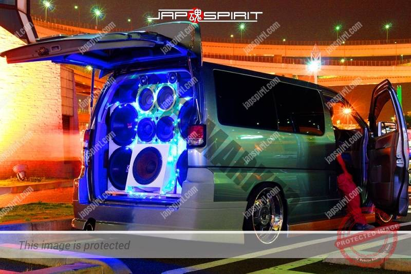 NISSAN ELGRAND 1st Sotomuki style sound car blue lighting at Daikoku PA (2)