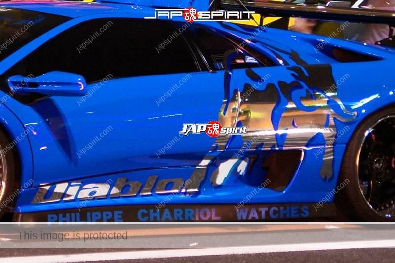 Lamborghini Diablo super car blue color with Bull picture sticker on side (1)