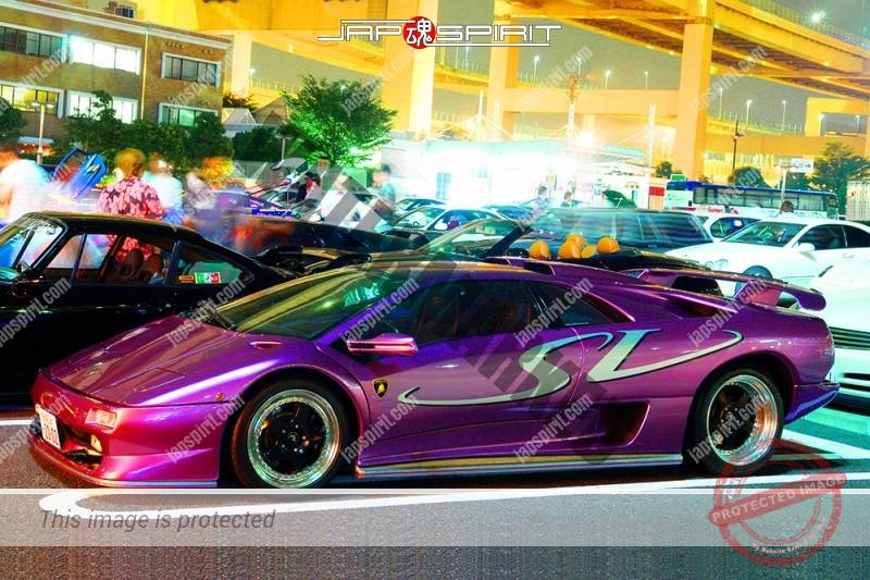 LAMBORGHINI Diablo super bar metallic purple color at Daikoku PA (1)