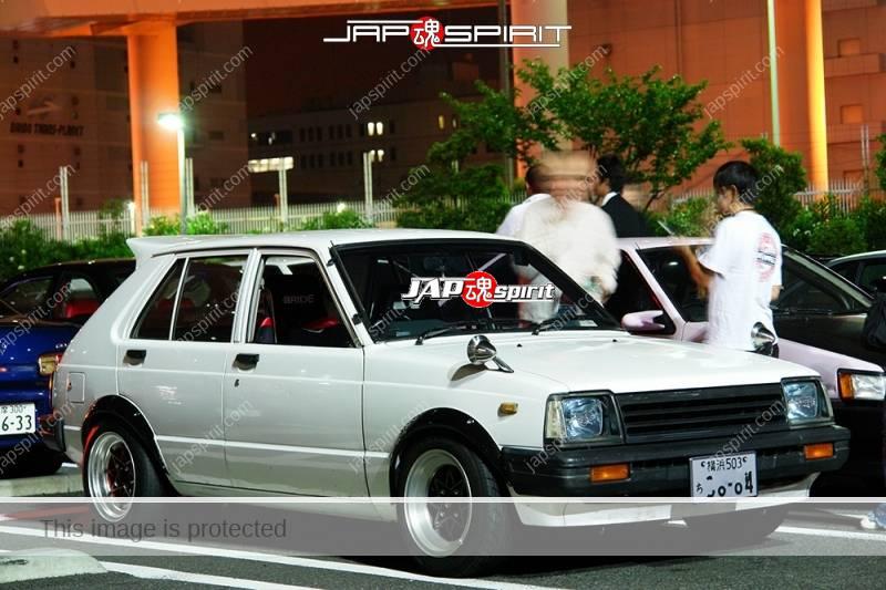 TOYOTA Starlet 2nd P6 Hashiriya style white body with black over fender and racing wheel (2)