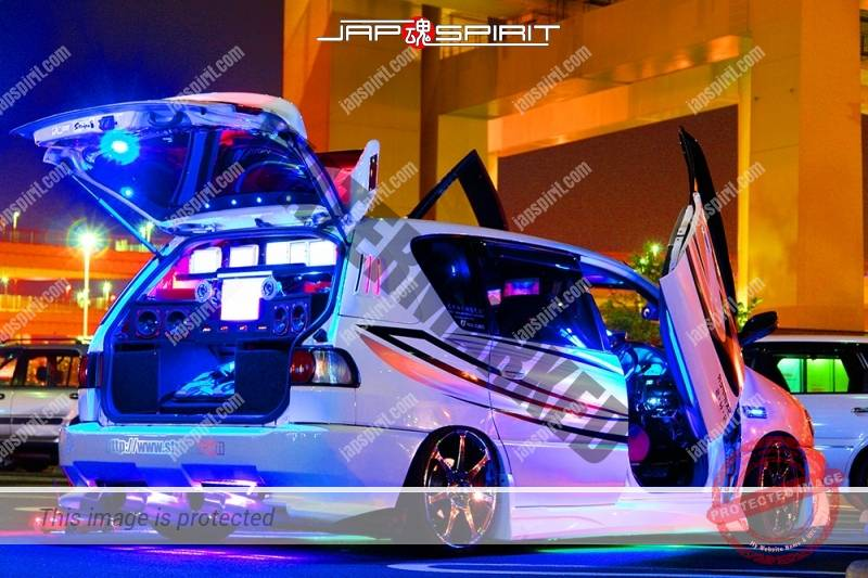 TOYOTA Ipsum Sotomuki style dress up car blue light with audio system at Daikoku PA (4)