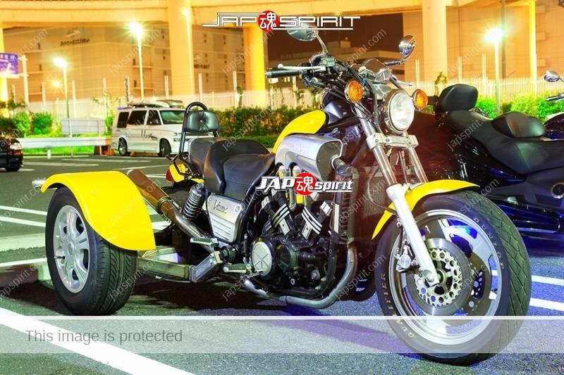 YAMAHA Vmax trike style black color and yellow color at Daikoku PA (1)