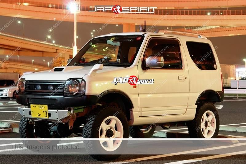 SUZUKI Jimmny lift up style white color at Daikoku PA (2)