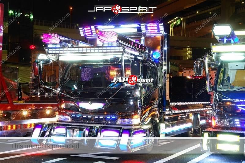 MITSUBISHI FUSO Canter Art truck with lighting at Daikoku PA (1)
